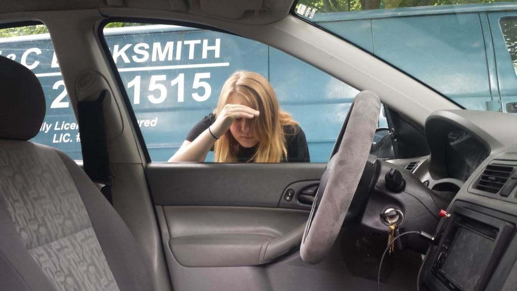 Забыли ключи в машине-откроем